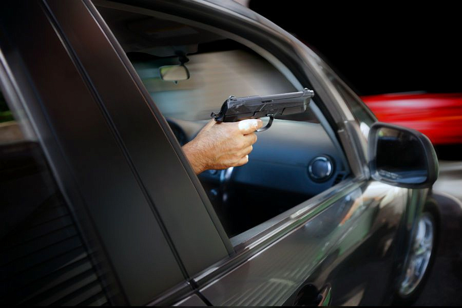 В Каскелене пассажир авто открыл стрельбу