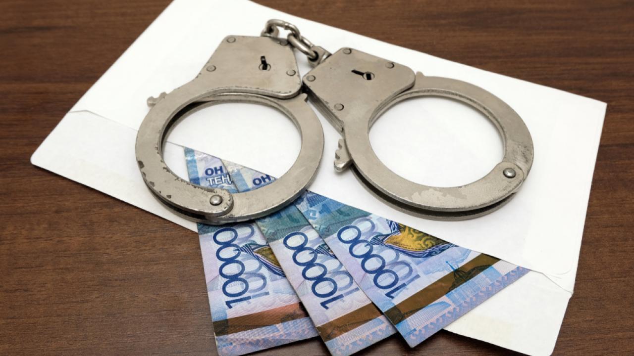 Руководитель отдела строительства Уральска подозревается в получении взятки в 134 млн тенге