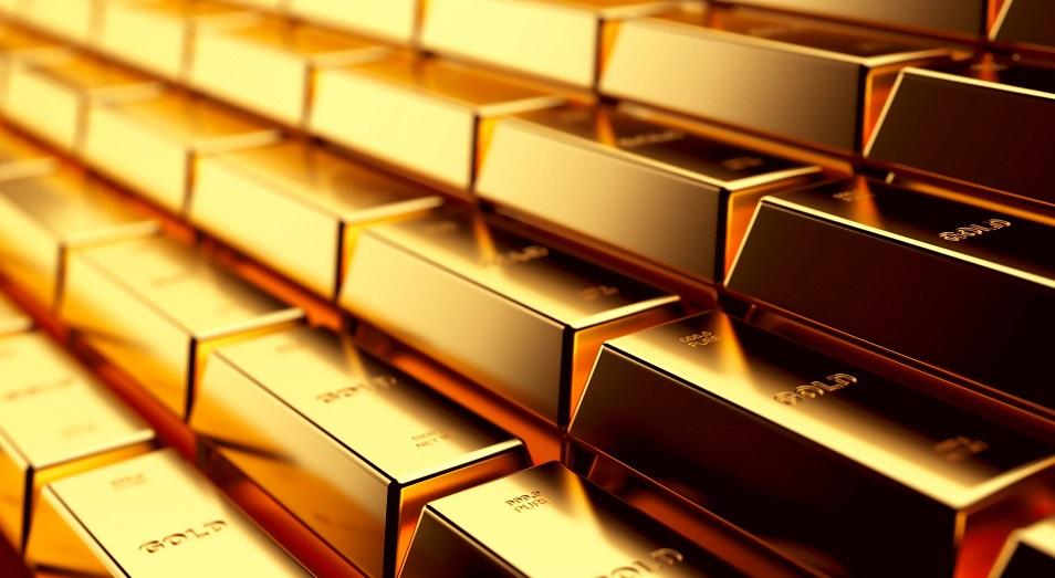 Золото вернулось на максимум, поднявшись выше отметки $1833 за тройскую унцию