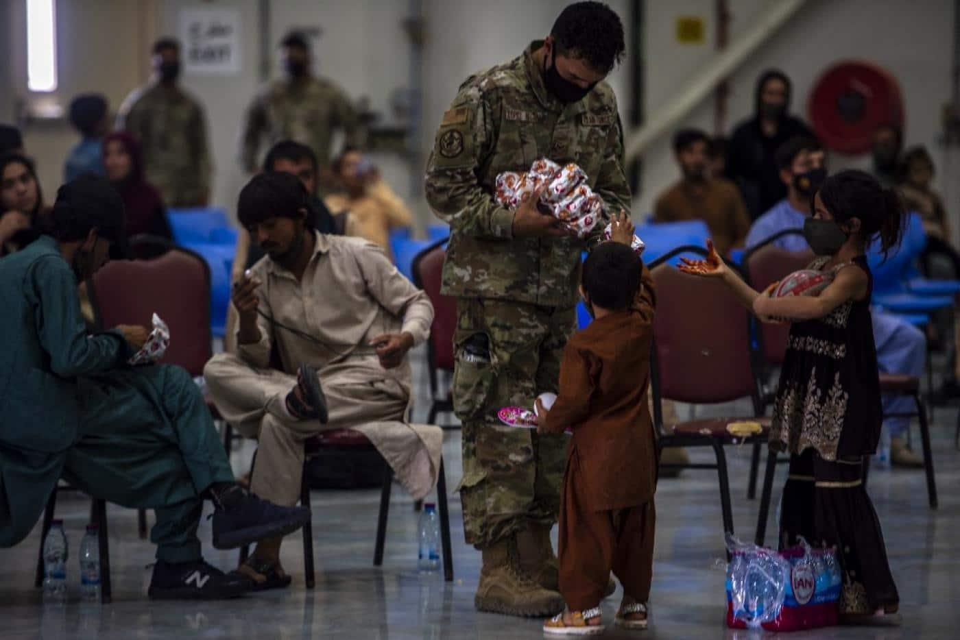 Сколько тысяч афганских беженцев планирует расселить администрация Байдена