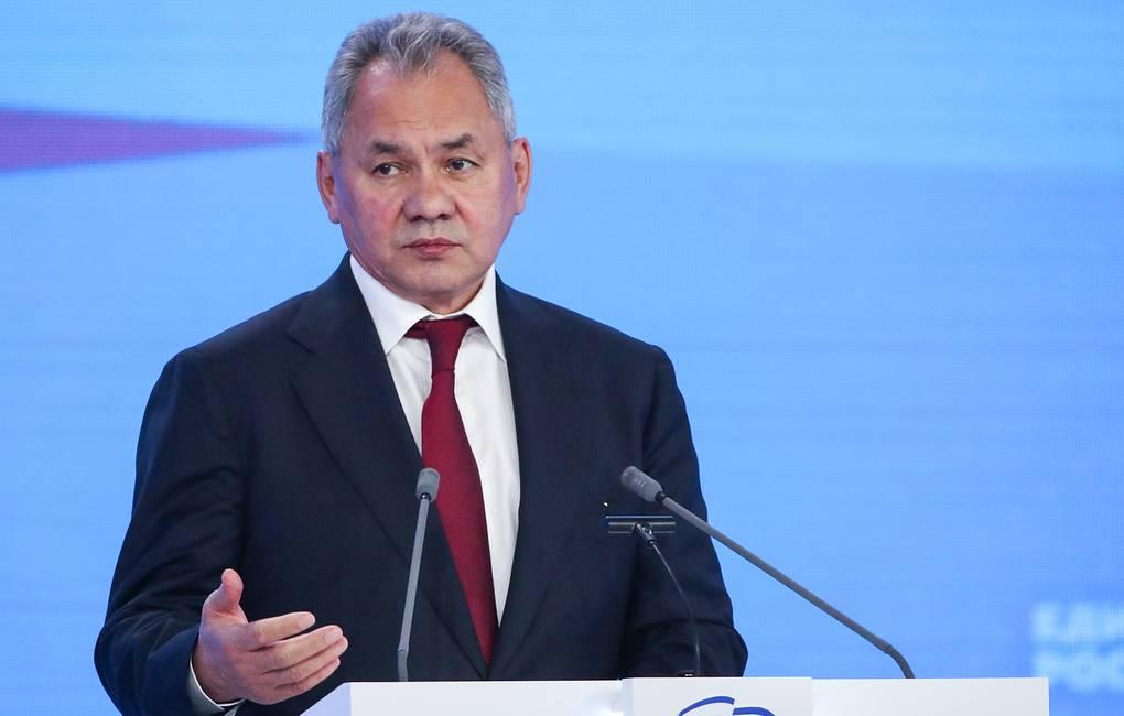 Глава Минобороны России заявил, что НАТО стягивает силы к границам России