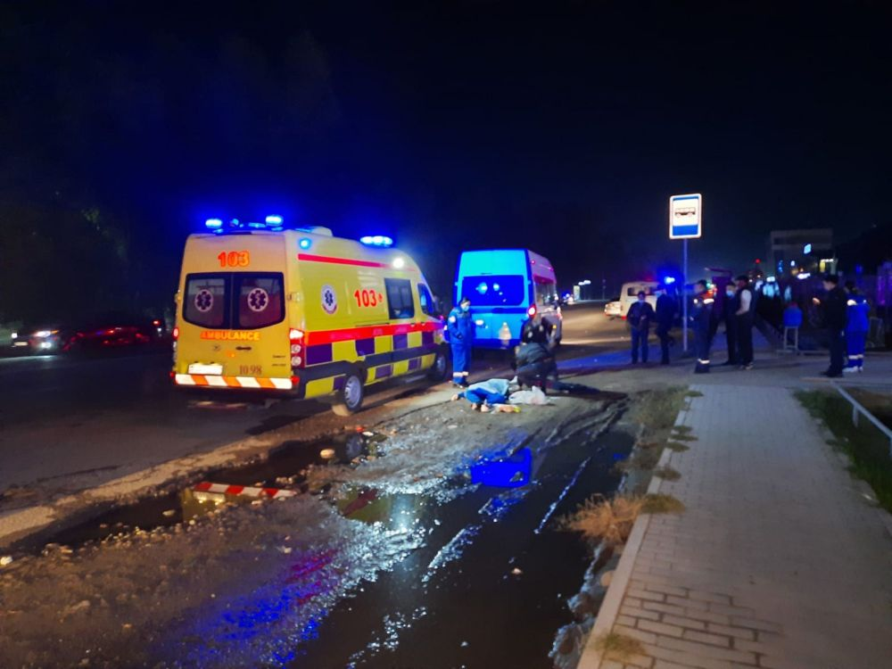 Сбив девушку, виновник, пытаясь скрыться с места ДТП, устроил массовую аварию в Алматы