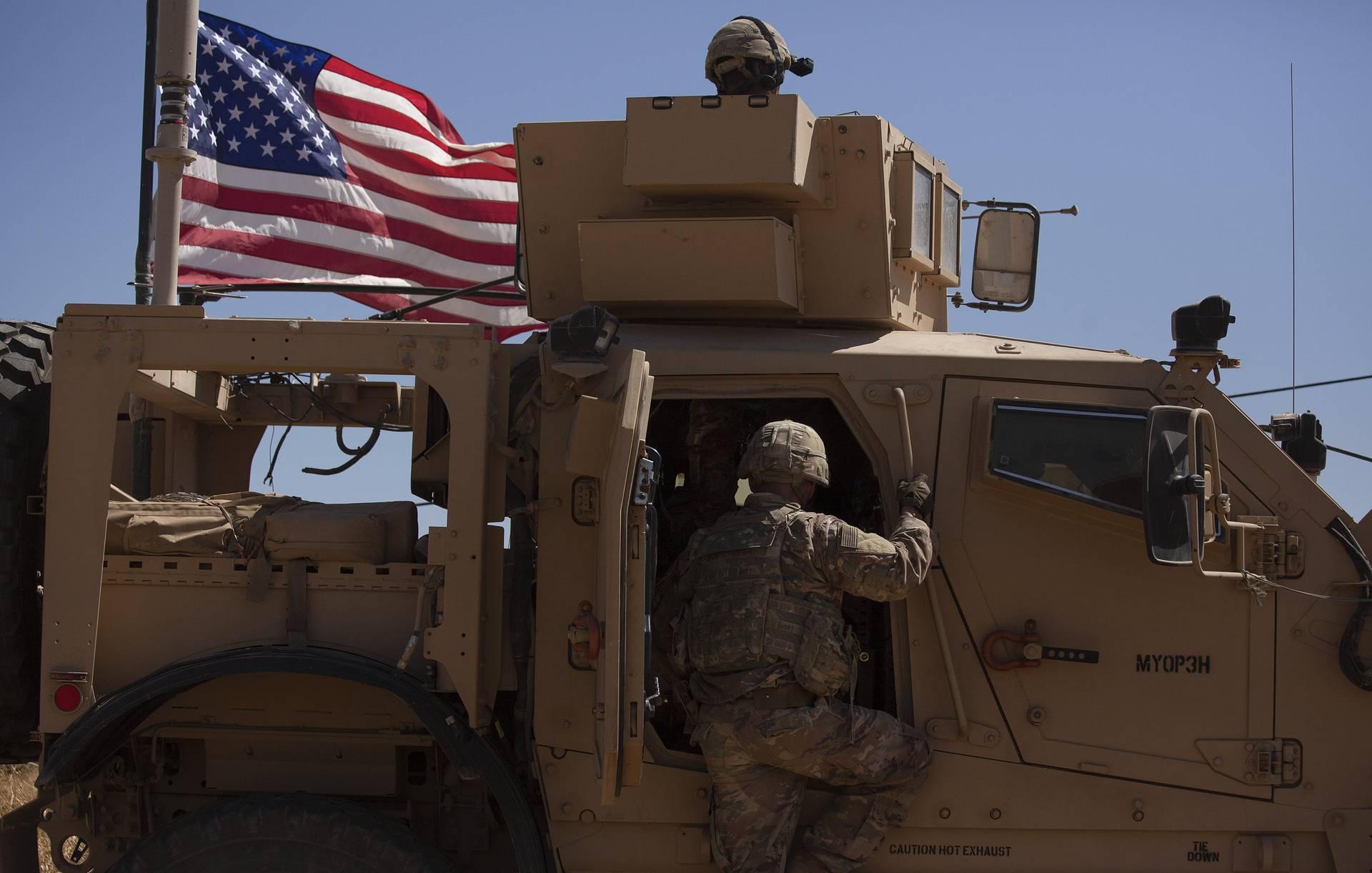 Неизвестные второй раз за сутки атаковали американскую базу в Сирии