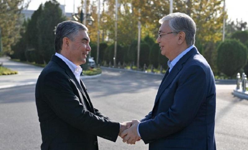 Президент Казахстана посетил Ахалтекинский конный комплекс в Ашхабаде