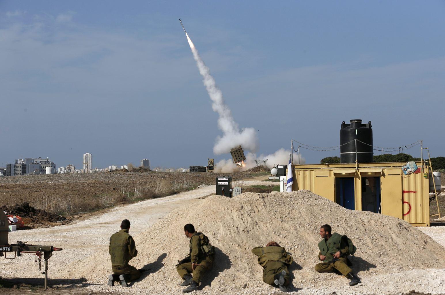 ХАМАС в ночь на воскресенье продолжил ракетный обстрел Израиля