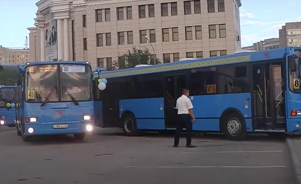 В Актобе запретили работу городских автобусов в воскресные дни