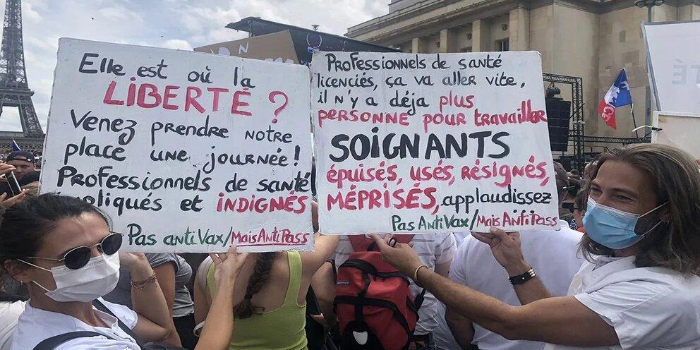 """Свыше 200 тысяч человек приняли участие в демонстрациях против """"санитарных паспортов"""" во Франции"""