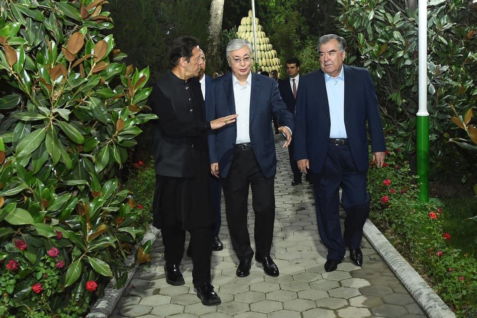 Опубликованы фото с неформальной встречи глав стран ШОС в Душанбе