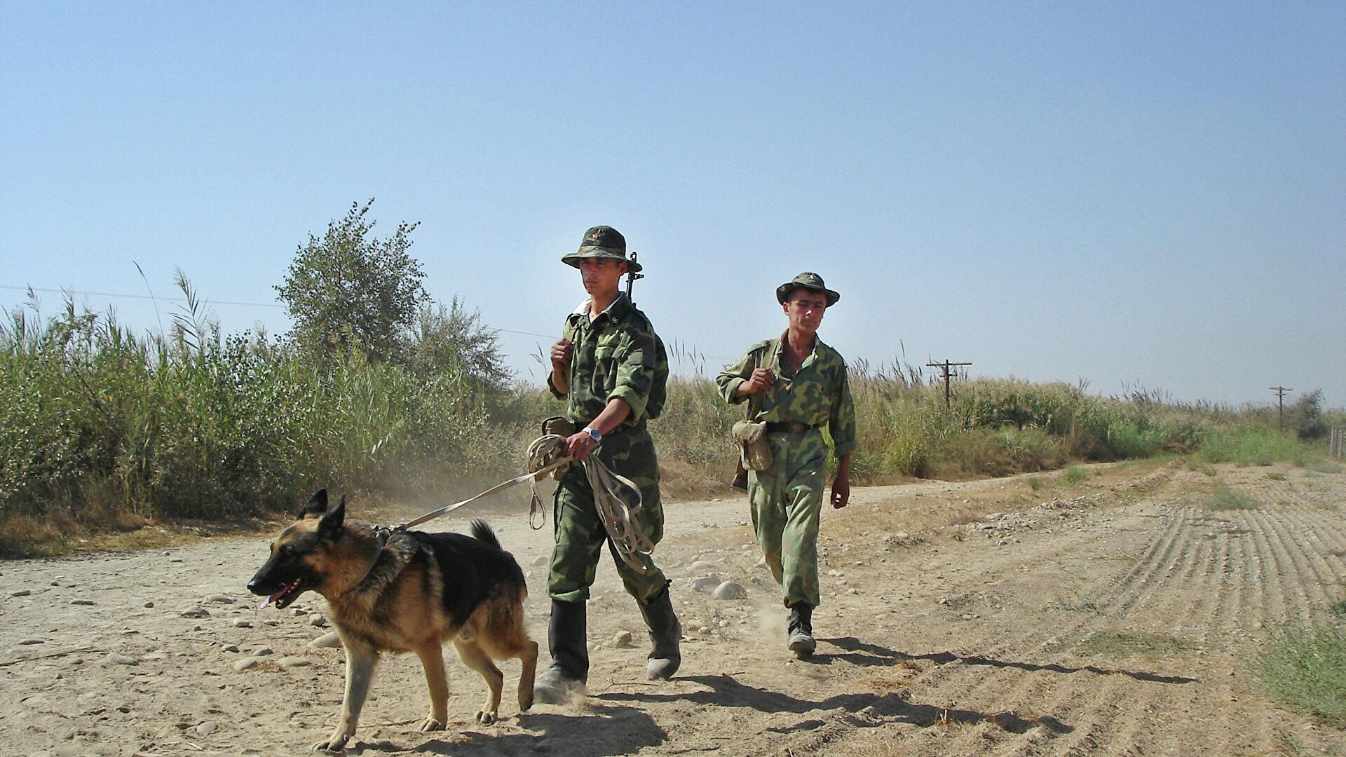 Казахстан обсуждает оказание военной помощи Таджикистану