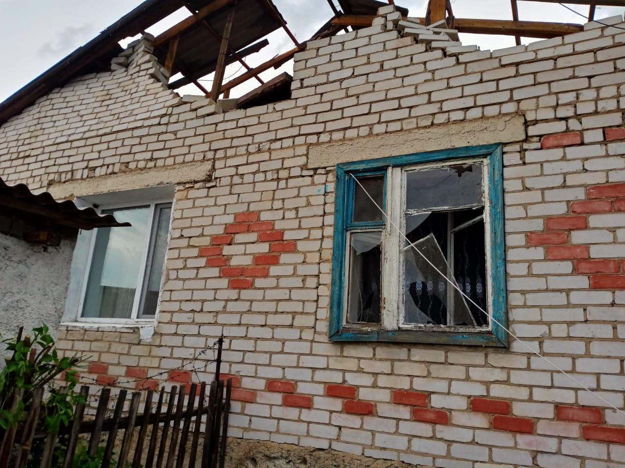 Ураган разнес дома в селе ВКО, жители остались один на один с проблемой