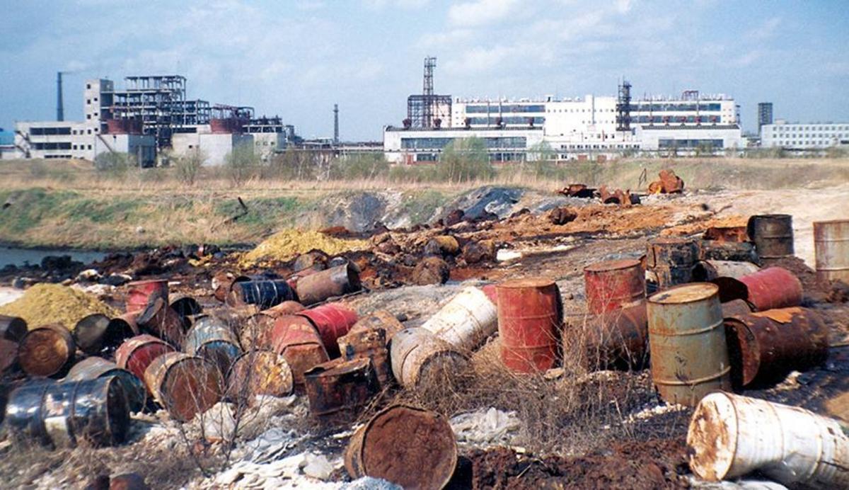 Сенаторы потребовали строже контролировать оборот опасных отходов