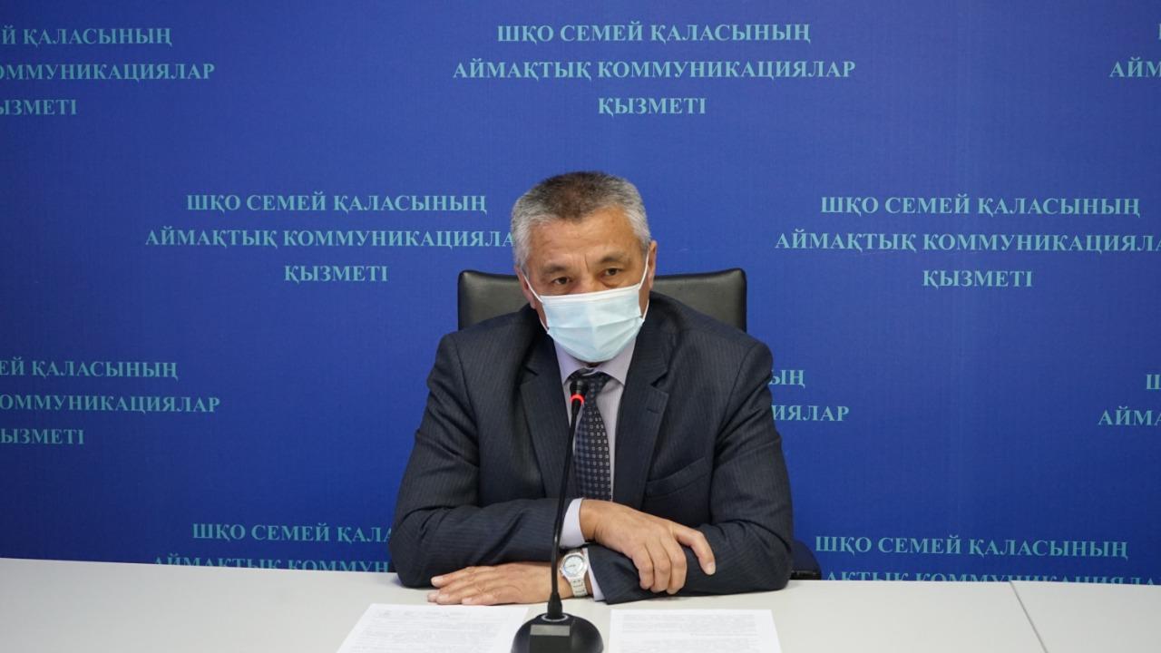 Уволенного  после скандала руководителя ЖКХ Семея восстановили на работе