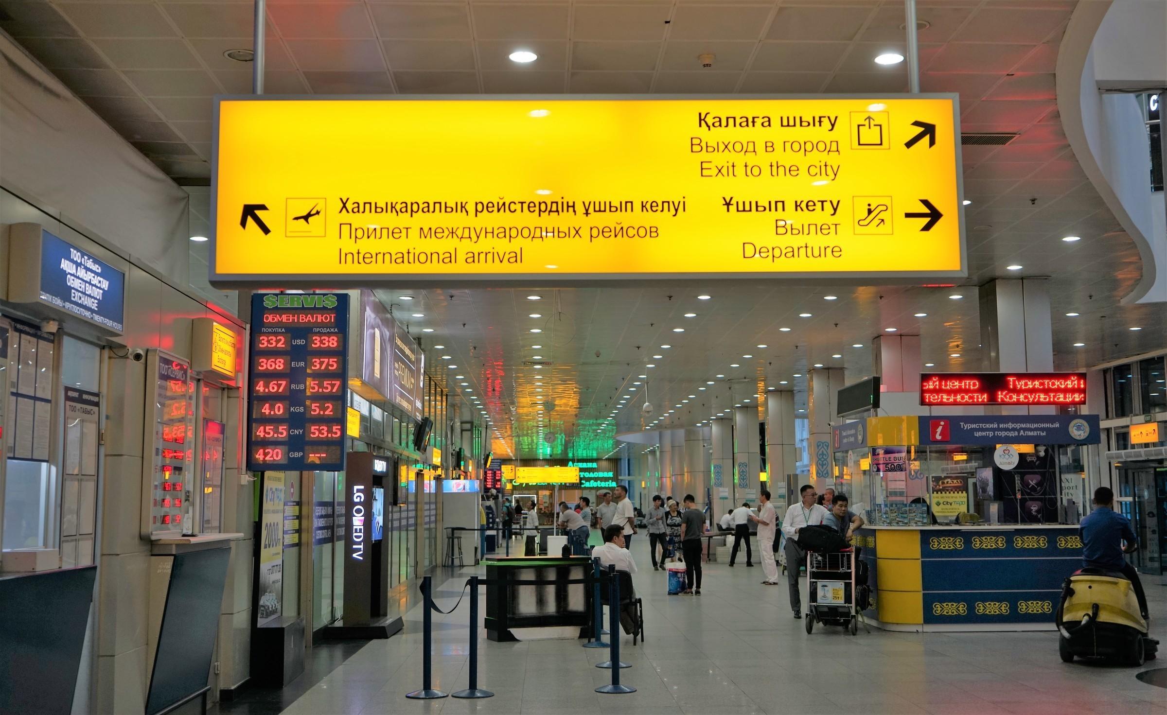 Алматинцы, летевшие в Дубай, попались в аэропорту с поддельными ПЦР-справками
