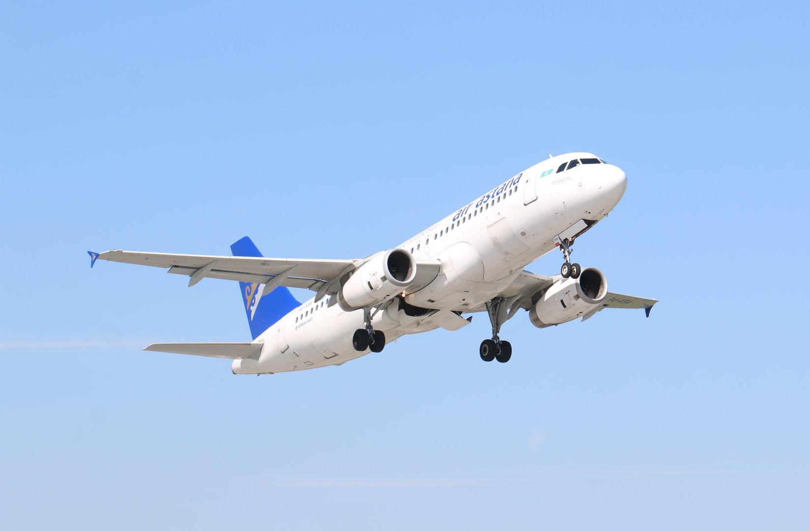 Самолет рейсом Алматы – Актобе вернулся в аэропорт сразу после взлета