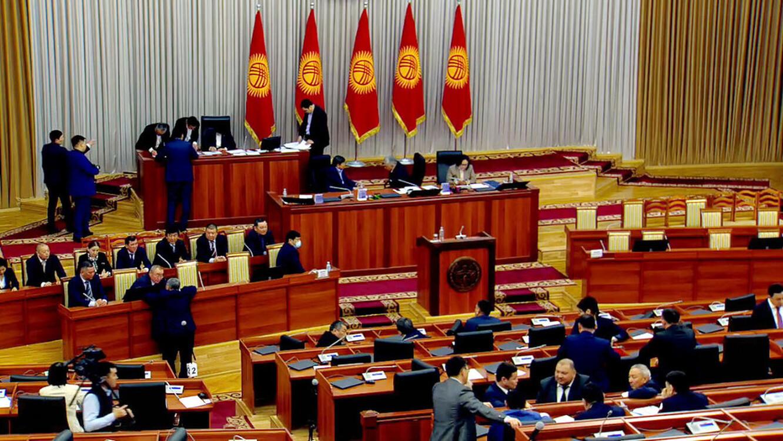 Парламент Кыргызстана изберут по сдвоенной системе
