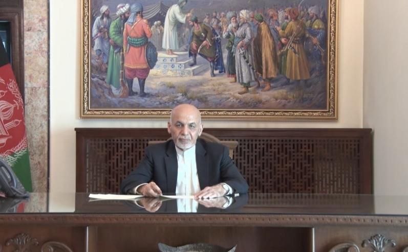 Странное поведение беглого президента Афганистана в Сети