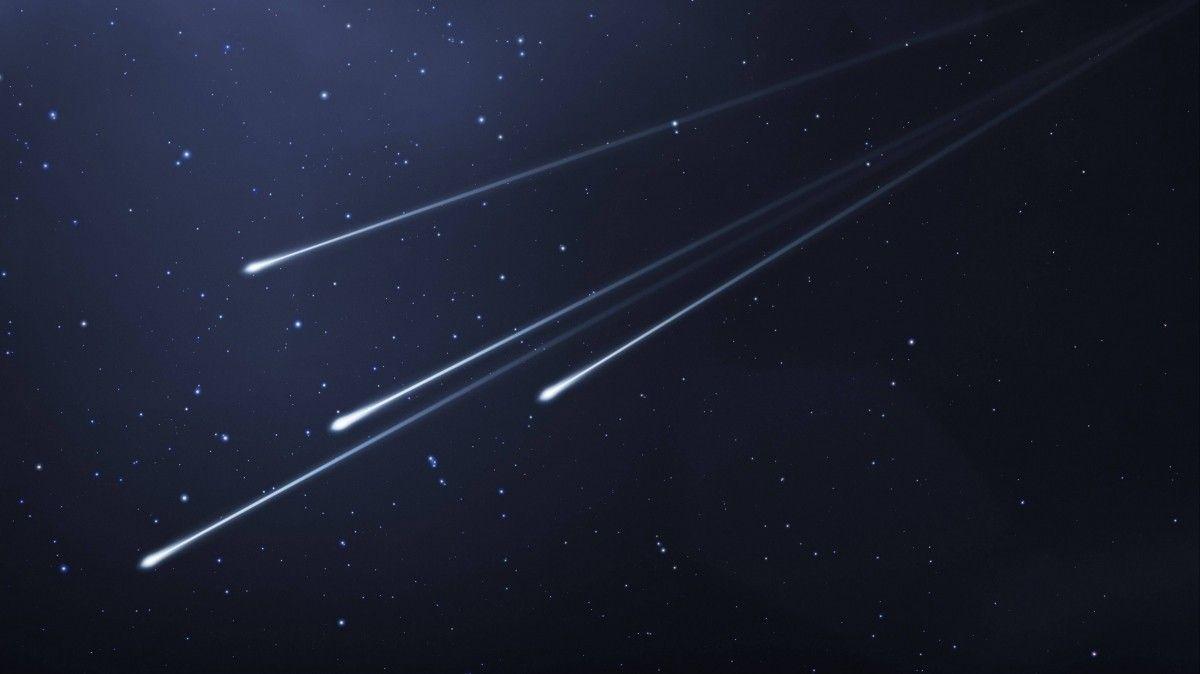 Светящиеся объекты сняли в небе над Алматы и Бишкеком