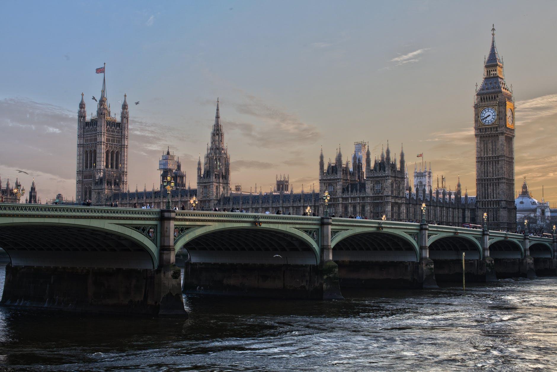 Британцы недовольны отменой коронавирусных ограничений