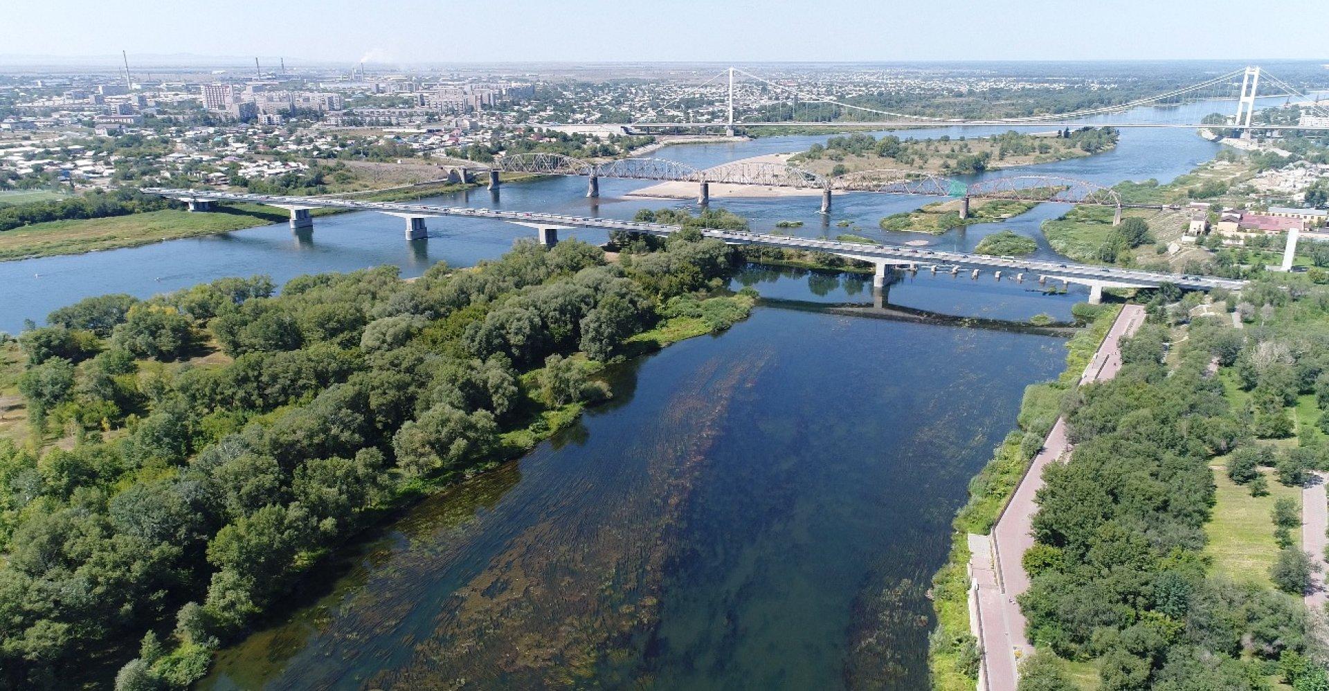 В Семее укрепляют берег Иртыша, но в срок подрядчики могут не успеть