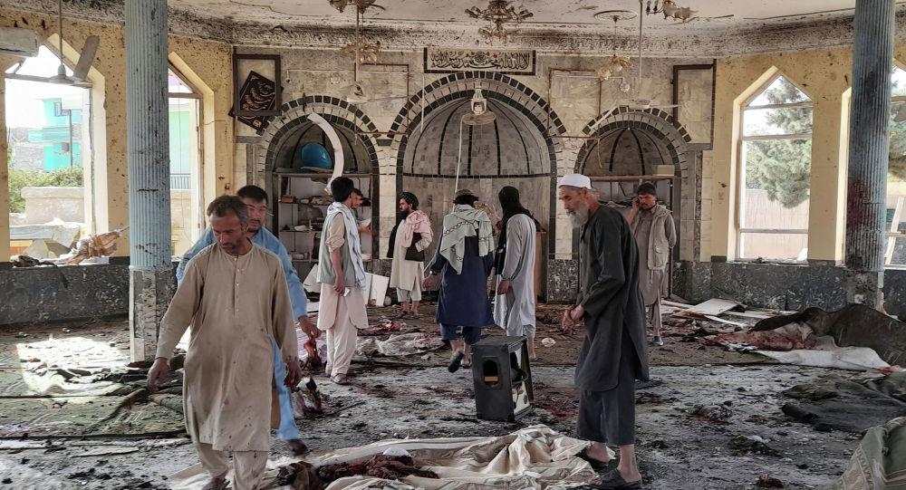Смертник взорвал себя и прихожан мечети в Кандагаре