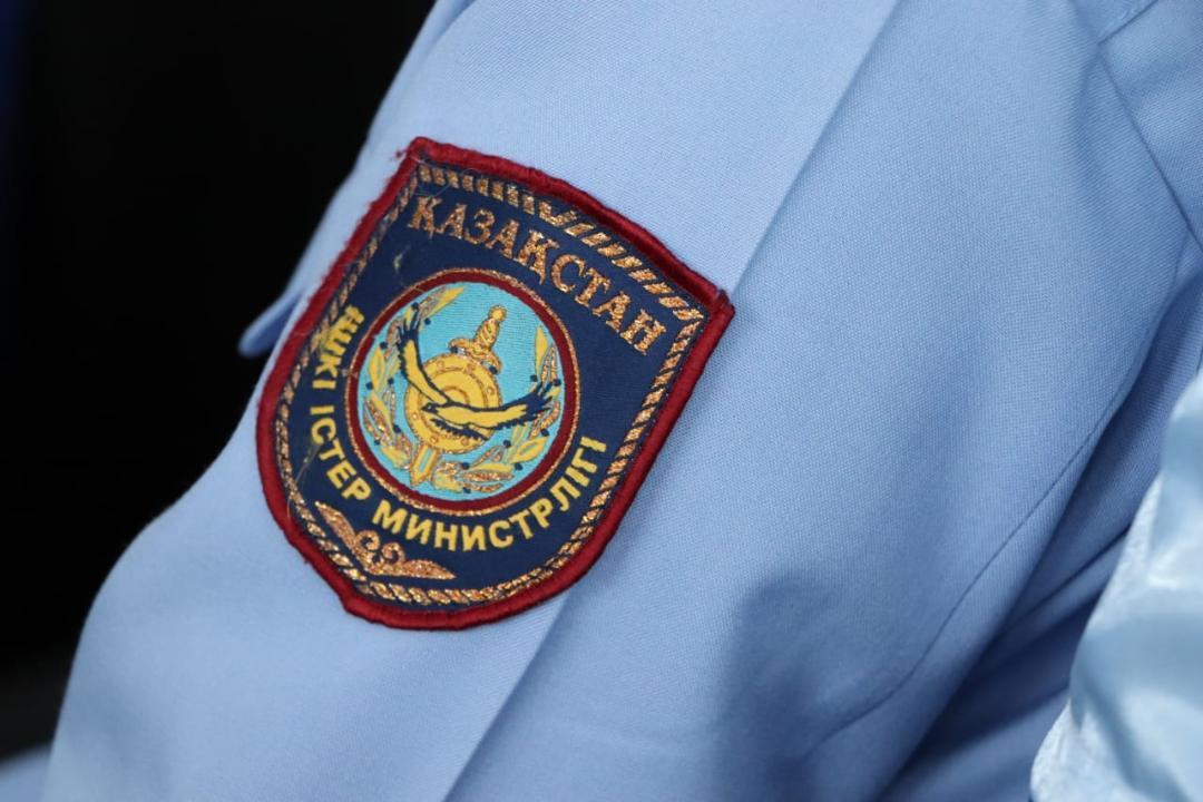 В Алматы девочке пришлось укрываться в магазине от незнакомого мужчины