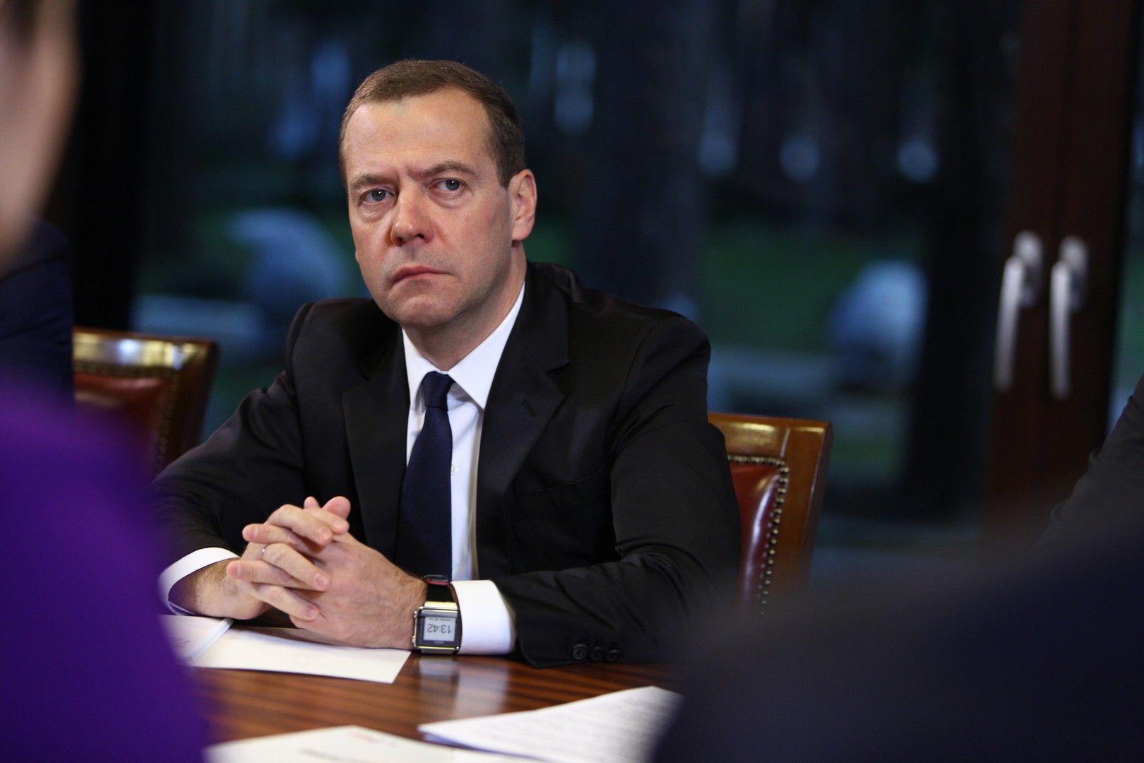 Собака лает, а караван идет – Медведев – о реакции Запада на выборы в России