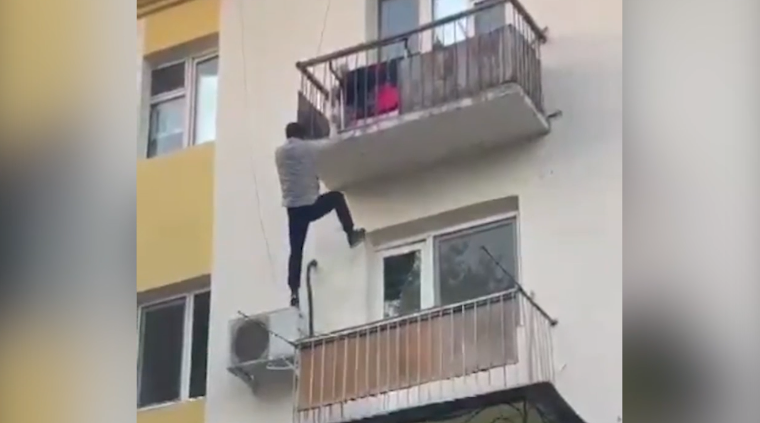 """Видео с таразским """"человеком-пауком"""" прокомментировали в полиции"""