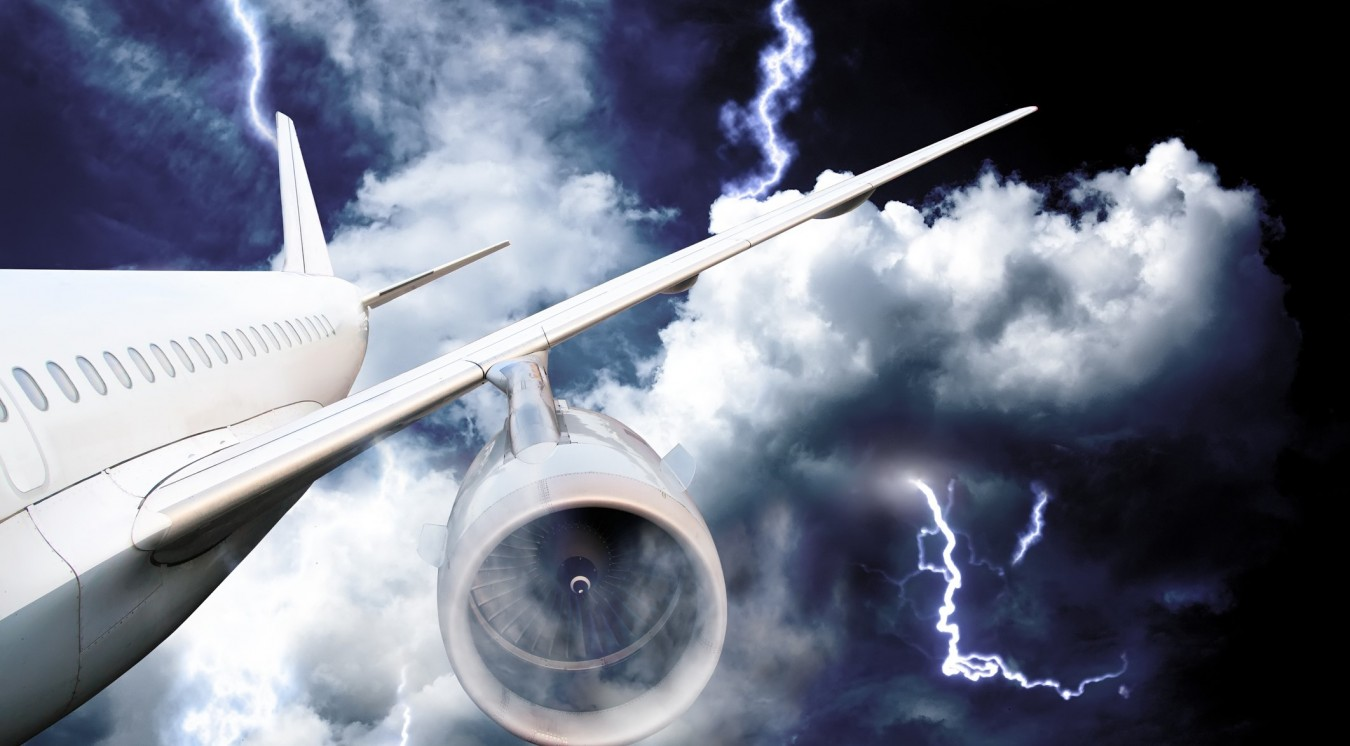 Молния ударила в вылетавший из Алматы самолет