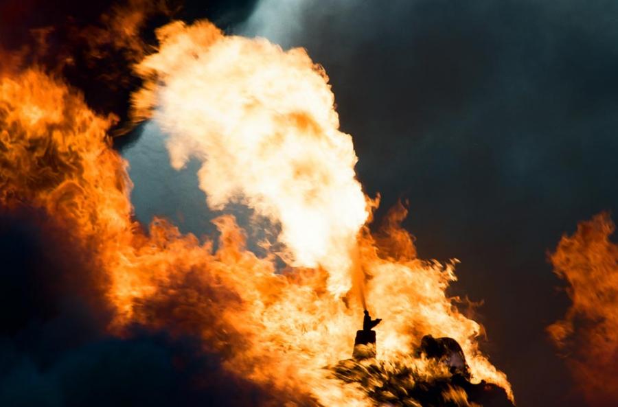В Кувейте полыхает нефтеперерабатывающий завод