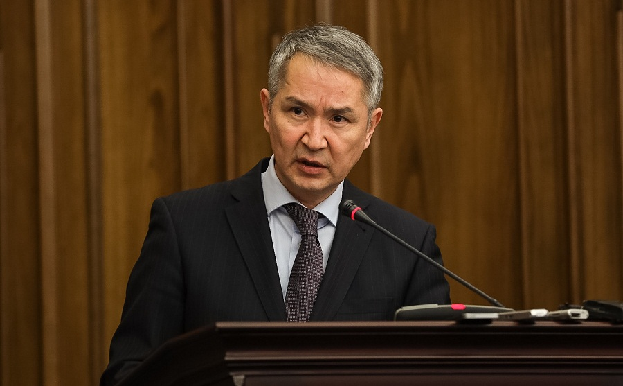 Сенат прекратил полномочия члена счетного комитета