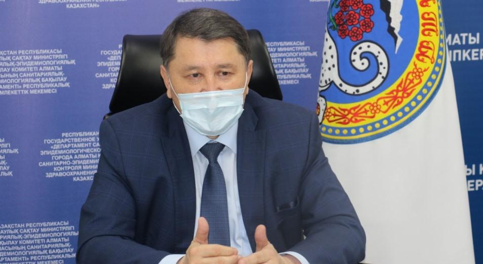 Жандарбек Бекшин: Нет механизма, чтобы не допускать нарушителя к вакцинации