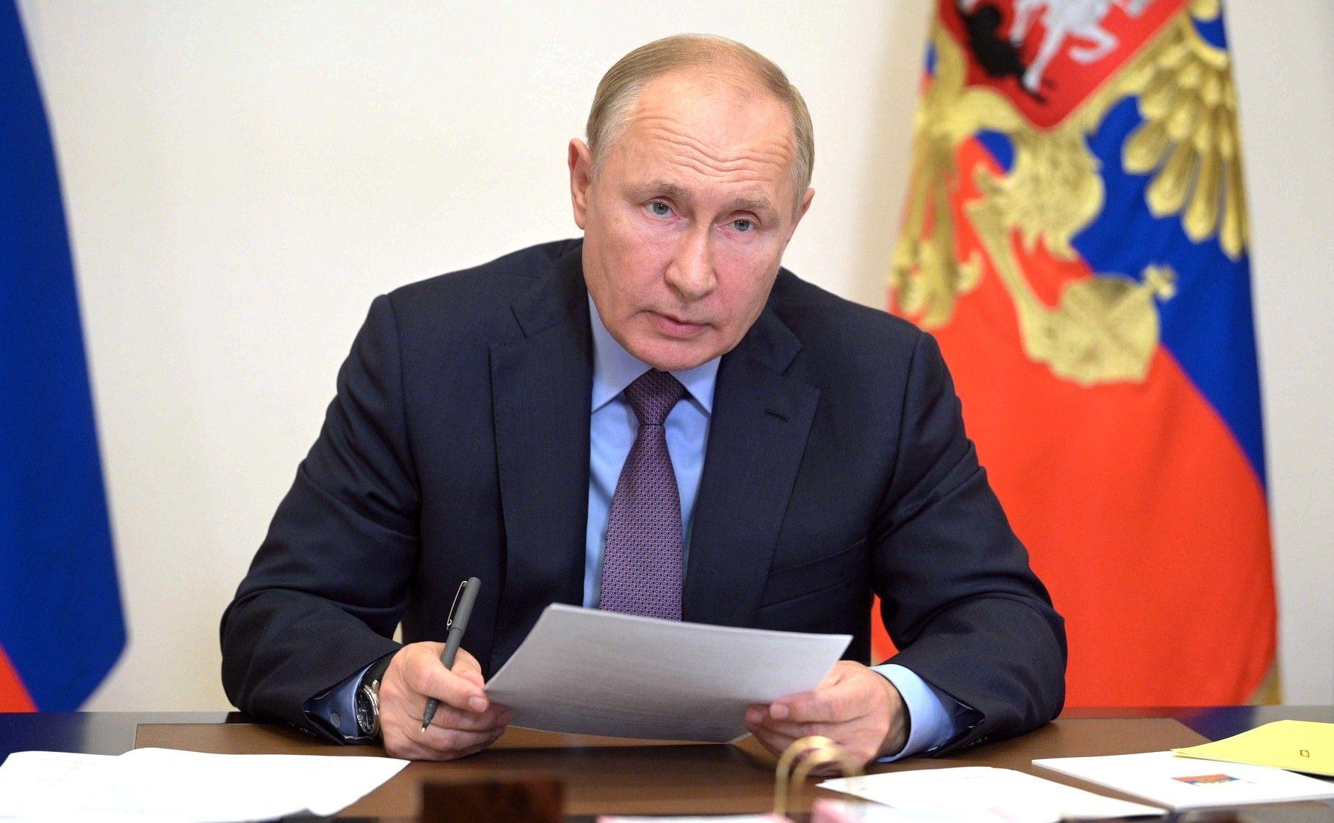 Не один и не два: сколько человек в окружении Путина заболели коронавирусом