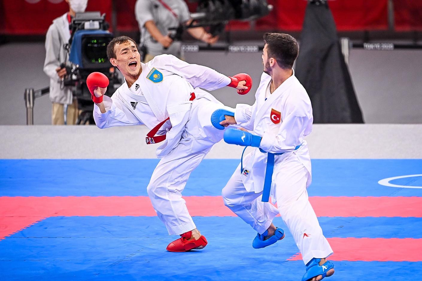Казахстанский каратист стартовал с победы в Токио