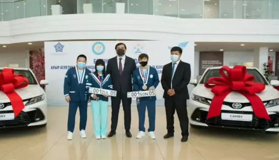 Казахстанский призер Олимпиады в Токио дважды разбил подаренную машину - СМИ
