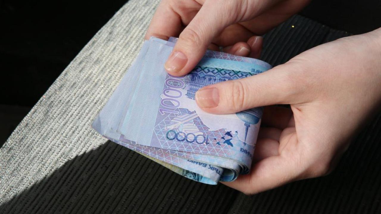 Коррупцию выявили среди инспекторов транспортного контроля в ВКО