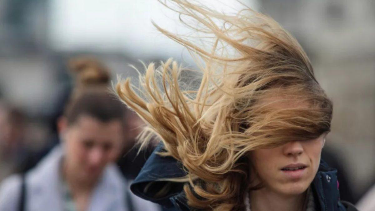 Ураганный ветер накрыл Алматы