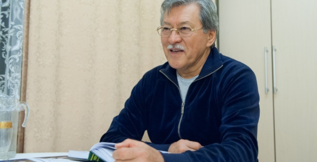 Токаев наградил орденом Досхана Жолжаксынова