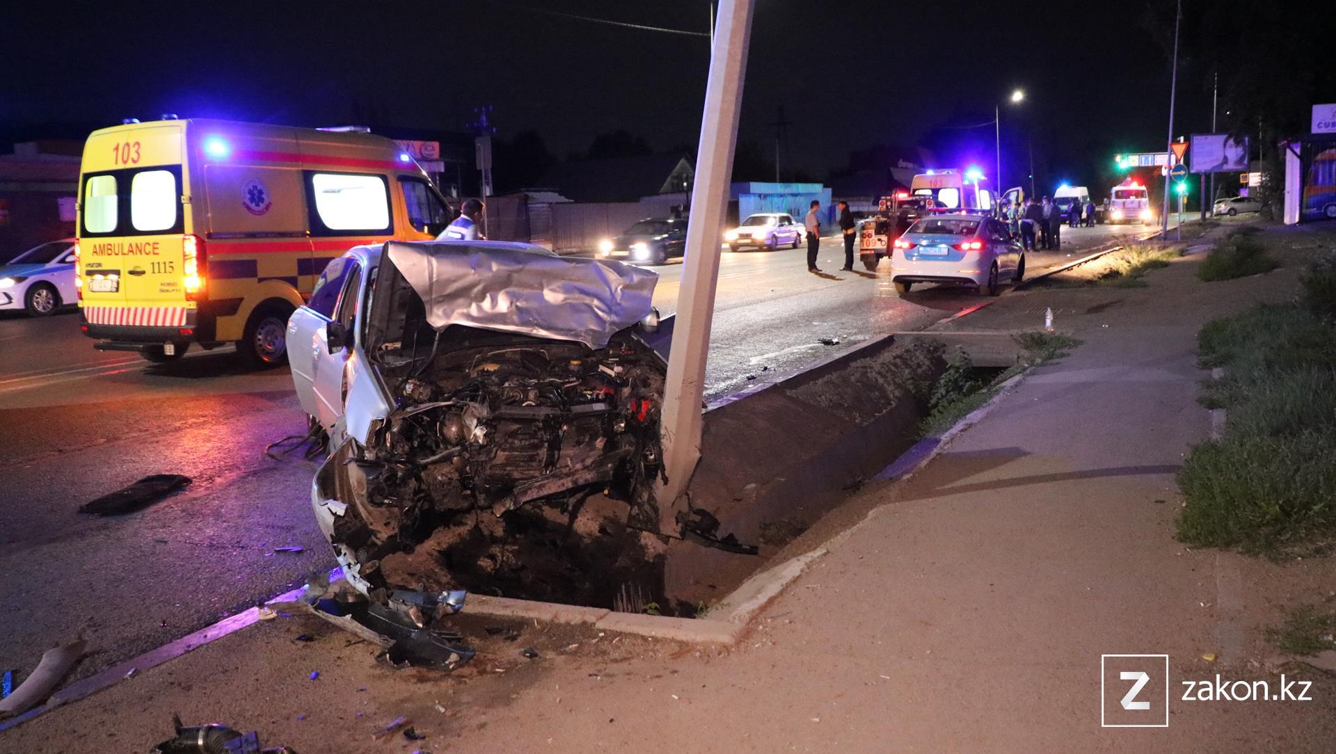 Два человека скончались в результате серьезной аварии в Алматы