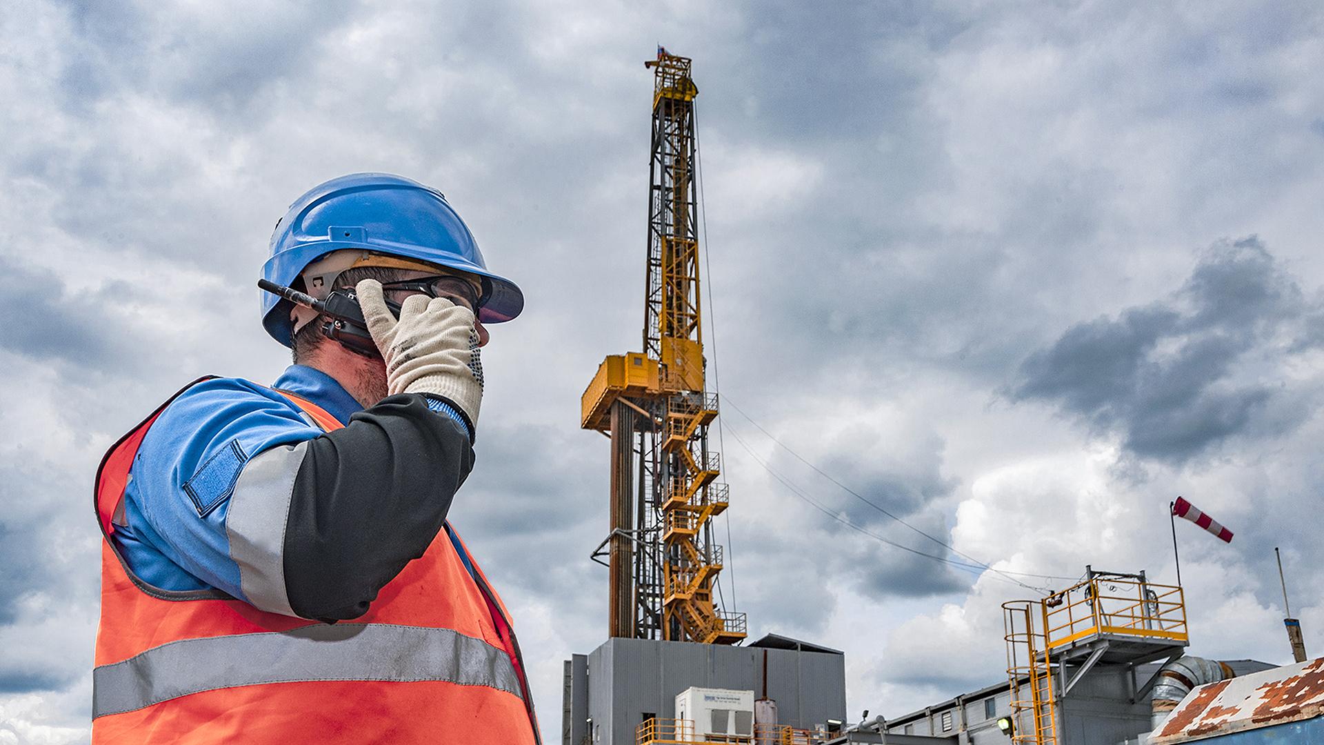Нефтяной рынок терпит убытки в ожидании заседания ОПЕК+