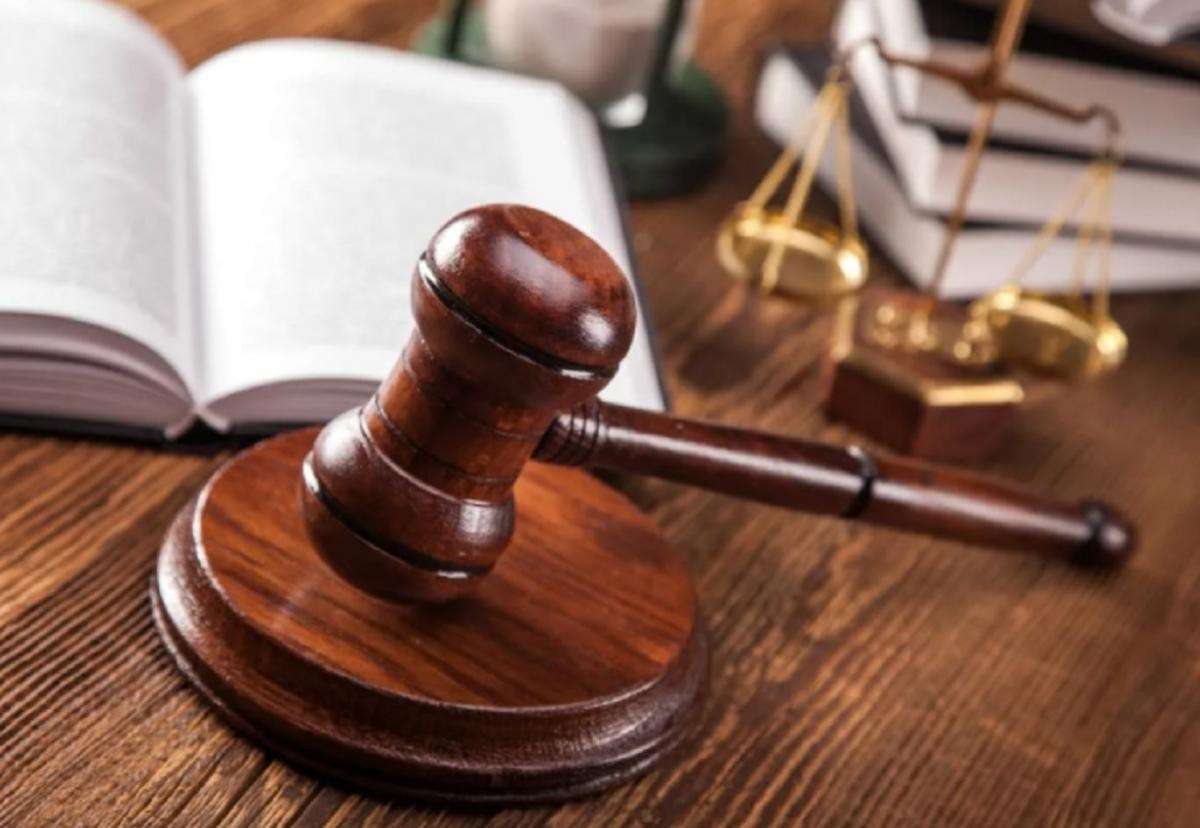 В Алматы побивший судебного исполнителя мужчина подал на него в суд