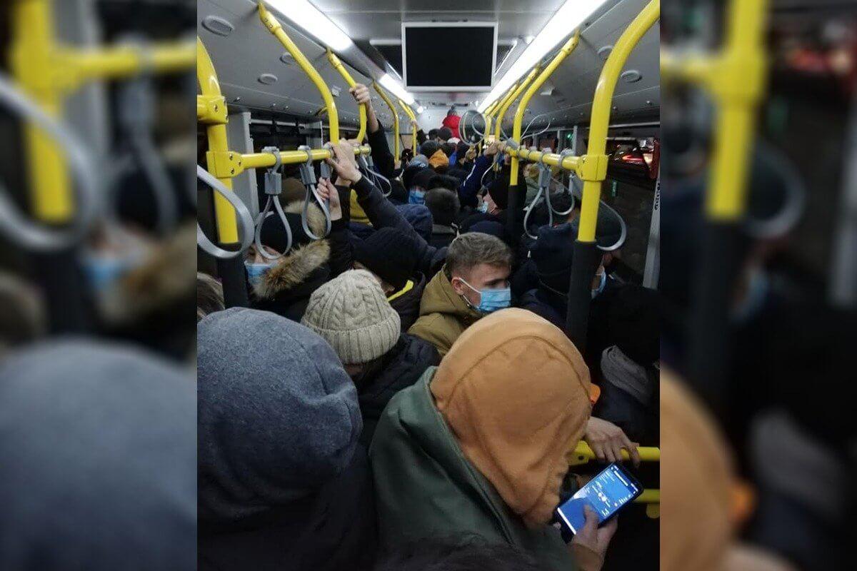 Пассажиры переполненных автобусов разыскивают акима Павлодара