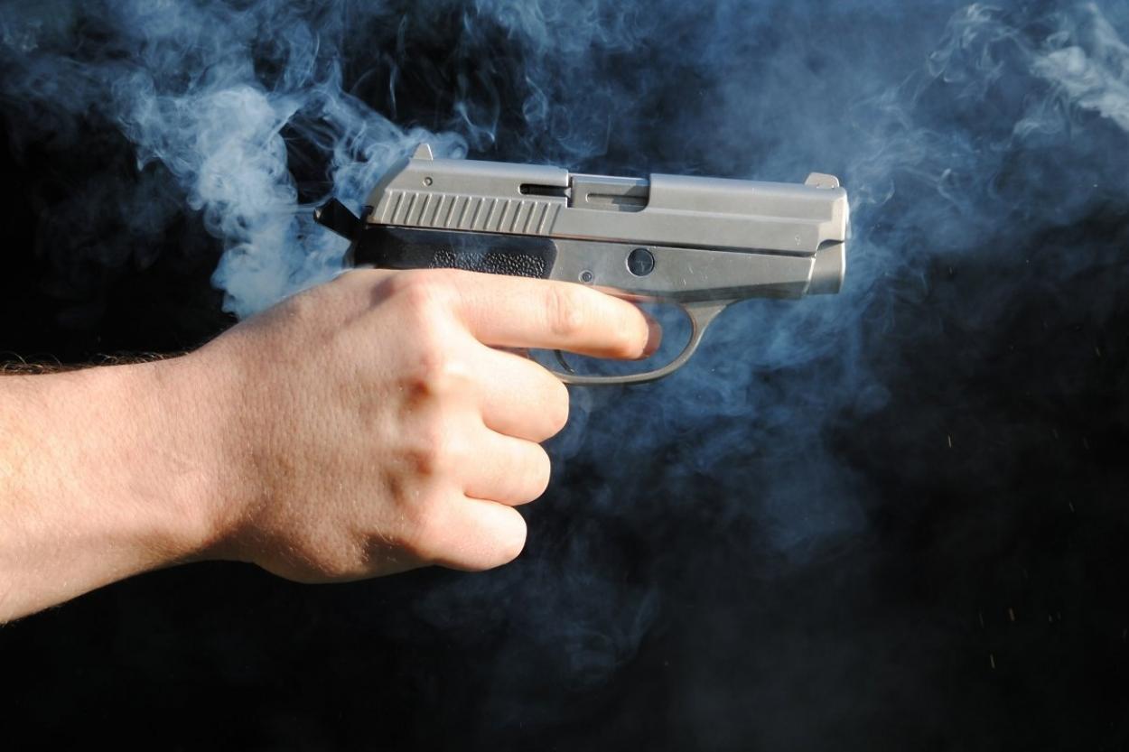 Пьяный алматинец хотел украсть девушку и стрелял по ее защитникам