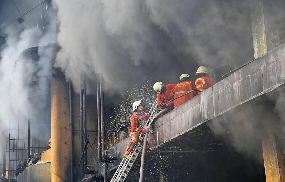 Пожар в тюрьме в Индонезии унес жизни более 40 человек
