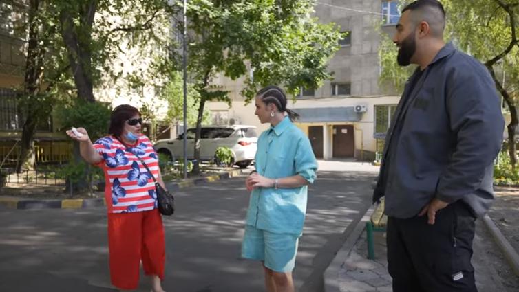 Интервью Jah Khalib прервала алматинка с просьбой исправить бардак