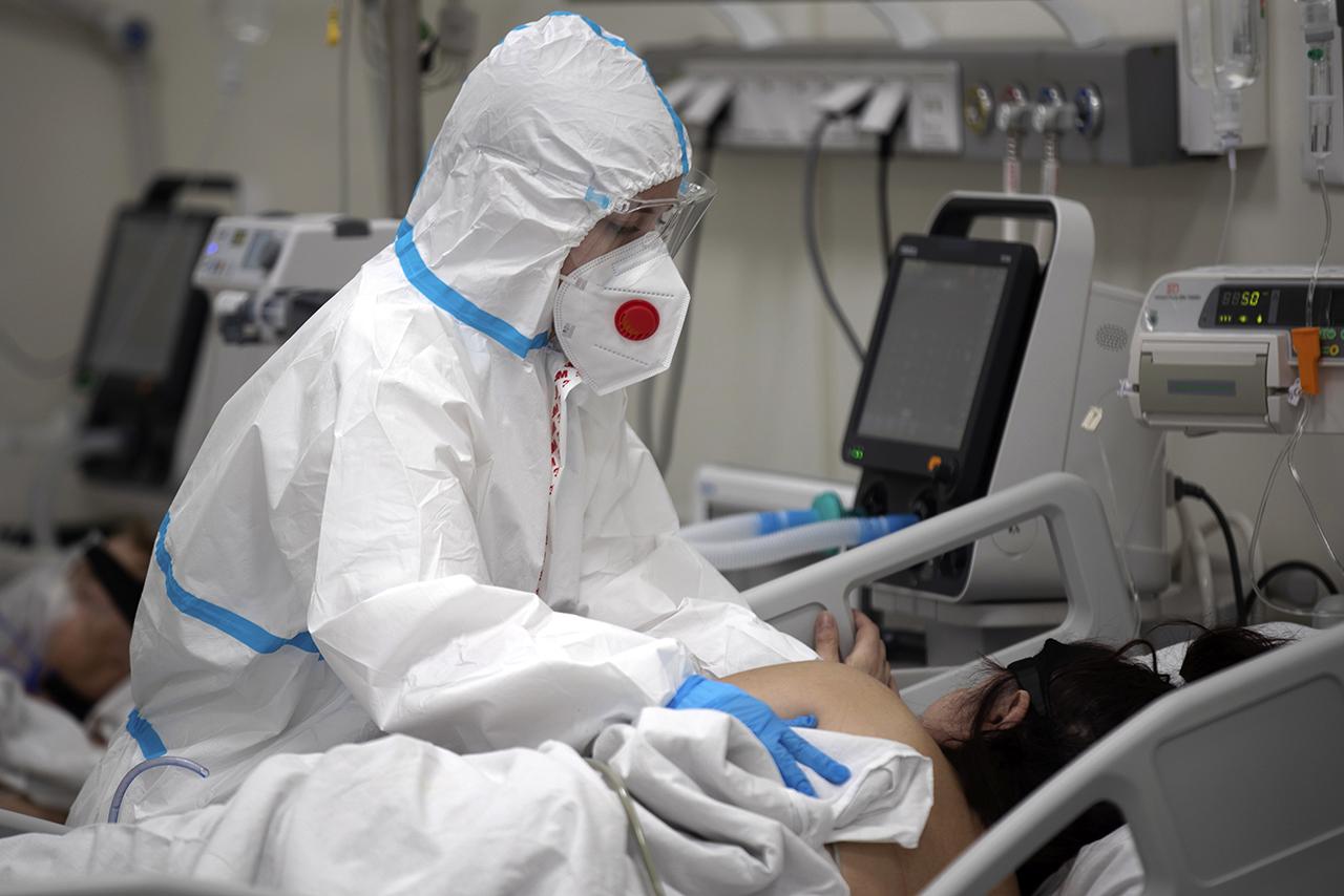 Мировой рекорд: почти год женщина болела коронавирусом