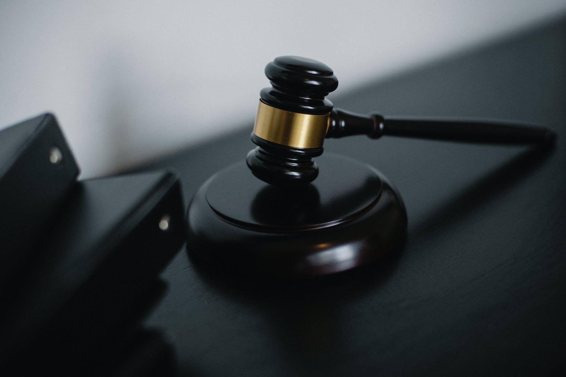В Алматы осудили следователя за самоубийство подозреваемого