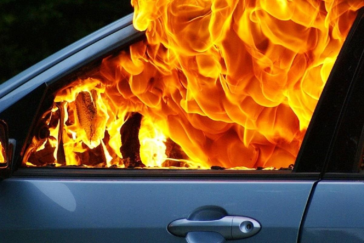 У алматинки намеренно сожгли машину