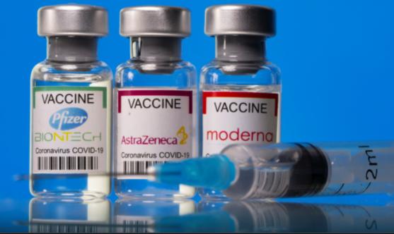 Эффективность вакцин от Pfizer и AstraZeneca падает спустя три месяца