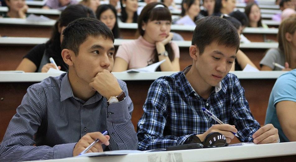Казахстанцы становятся полиязычными