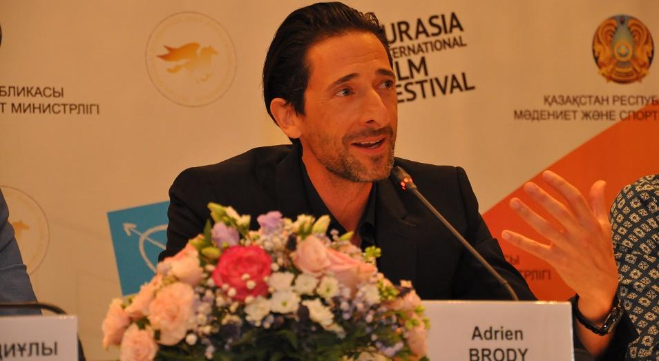 Эдриен Броуди: Алан Бурибаев настолько великолепен, что я задумался о роли дирижера